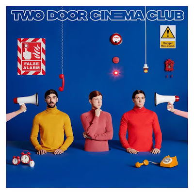 False alarm conforte Two Door Cinema Club vers une électro pop plutôt groove