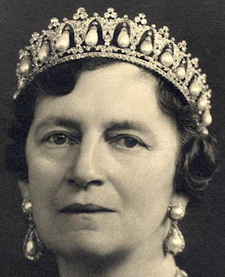 Tiara Mania: Danish Pearl Poiré Tiara worn by Queen Alexandrine of Denmark