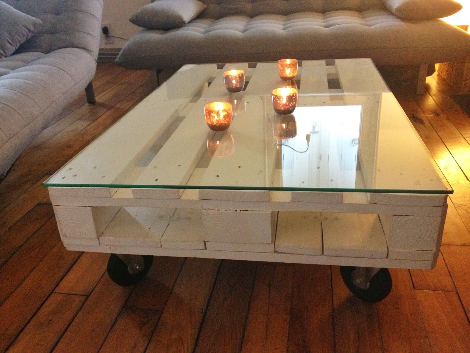 Diy une table basse en palette la clamartoise for Table en verre de salon