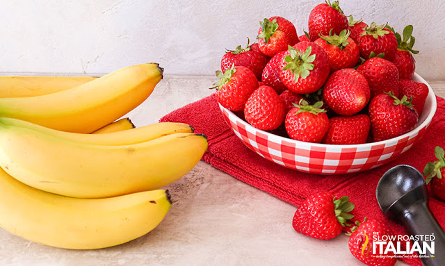 Strawberry Banana Ice Cream: Ingredients bananas and strawberries