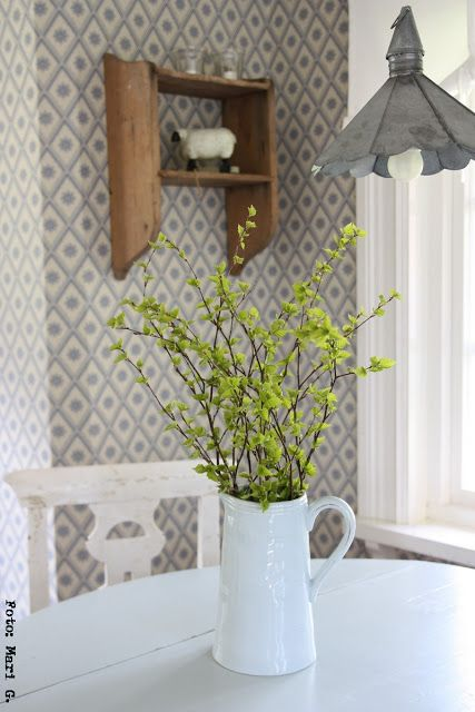 váza s větvemi