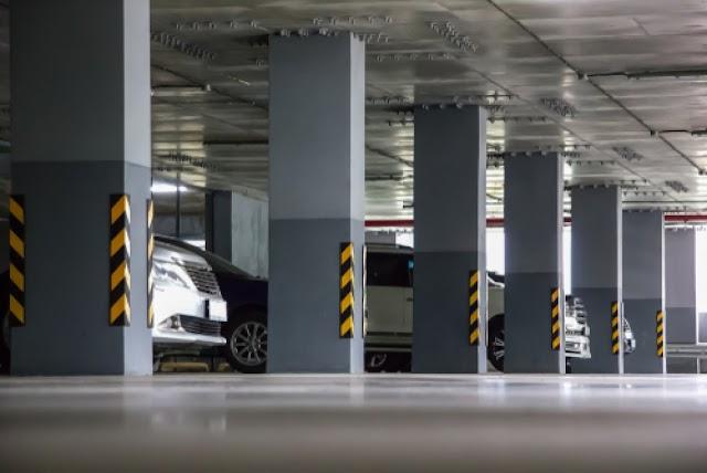 A kormány ingyenessé tette a parkolóházak éjszakai használatát