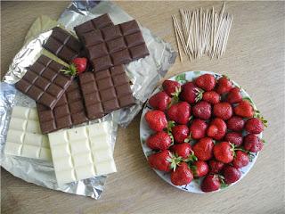 клубника, клубника рецепты, десерты из клубники, самые вкусные клубничные десерты, что можно сделать из клубники, ягодный десерт, клубника в глазури, десерт из свежих ягод, рецепты из клубники, клубника в шоколаде в домашних условиях, клубника в шоколаде на подарок, букет из клубники, букет из ягод, подарки на 5 марта, подарки на день влюбленных, ягоды в шоколаде, клубника в шоколаде мастер класс, как делать клубнику в шоколаде на продажу, клубника в шоколаде в домашних условиях, букет из клубники в шоколаде, торт клубника в шоколаде, клубника сладкоежка, фрукты в шоколаде, Варенье «Клубника в шоколаде», Как приготовить клубнику в шоколаде, Клубника в белом шоколаде и кокосовой стружке, Клубника в белом шоколаде и темных шоколадных чипсах, Клубника в глазури для романтического свидания, Клубника в розовом шоколаде на шпажках, Клубника в смокинге, Клубника в темном шоколаде, Клубника в шоколаде, Клубника в шоколаде «Божьи коровки» на День, Влюбленных, Клубника в шоколаде и хрустящем арахисе, Клубника в шоколаде на Хэллоуин,, Клубника в шоколаде с карамельными фигурками, Клубника в шоколаде Санта-Клаус, Клубника в шоколадном корсете, Клубника в шоколадных лодочках, Клубничные букеты — идеи, Клубничный шоколадный букет, Красивое оформление клубники в шоколаде, «Мраморная» клубника, «Услада для романтиков» — клубника в глазури, «Шляпа ведьмы» — клубника в шоколаде, Шоколадно-клубничные сердечки,клубника, клубника в шоколаде, шоколад, глазурь, ягоды, десерты ягодные, десерты клубничные, ягоды в глазури, десерты, сладости, глазурь шоколадная, блюда из клубники букеты клубничные, букет из клубники. букет ягодный, букет фруктовый, праздничный стол