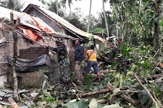 Di Ngawi Hujan deras, Di Blitar terjadi Puting beliung