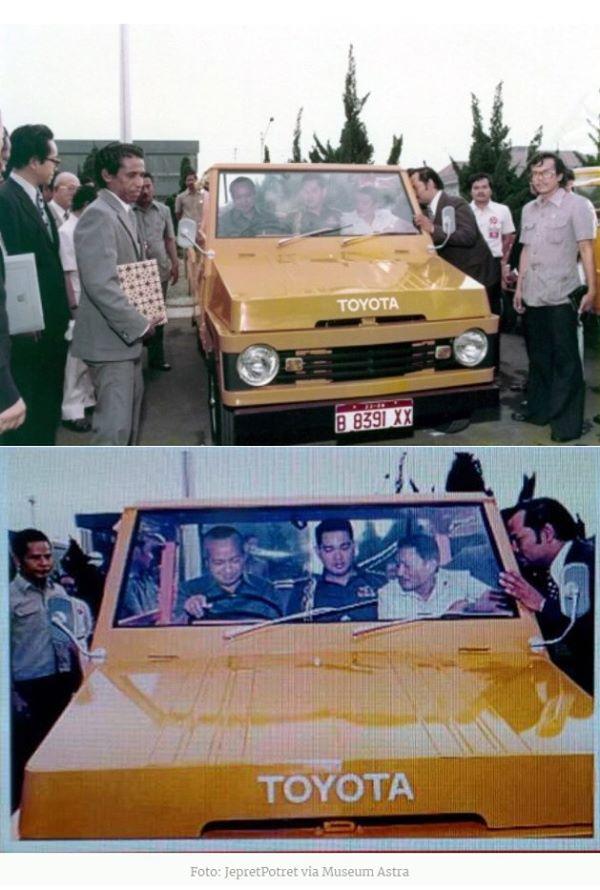 Presiden Soeharto didampingi ajudannya,Try Soetrisno, sedang mencoba menghidupkan mesin Toyota Kijang generasi pertama (KF10)