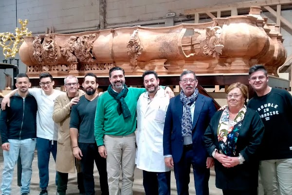 El tallado del canasto del nuevo paso del Nazareno de Santa María de Cádiz va cogiendo forma