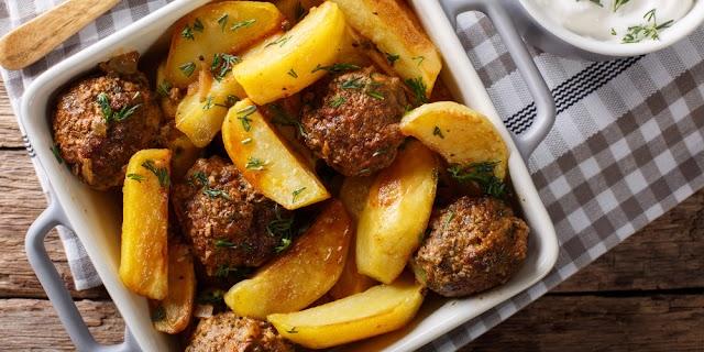 Μπιφτέκια κοτόπουλου με πατάτες