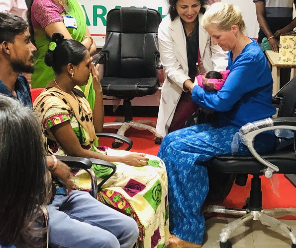The Countess met with mothers caring for their premature babies at Niloufer Hospital in Hyderabad
