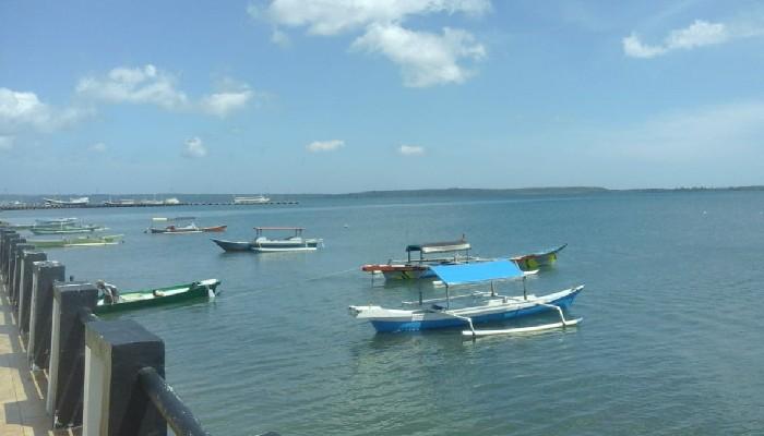 Cuaca Ekstrem Nelayan Lokal di Selayar Tarik Perahu ke Darat