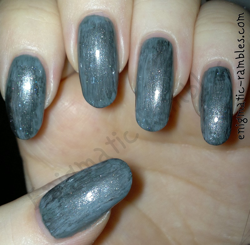 distressed-grey-nails