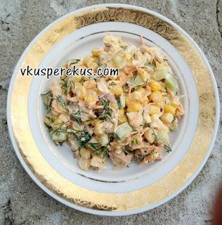 салат из курицы с сыром и овощами