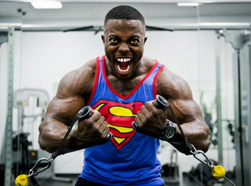 Brazilian bodybuilder risks his life by injecting himself
