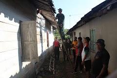 Polsek Limpung Bersama Muspika Gotong Royong Bedah Rumah Warga.