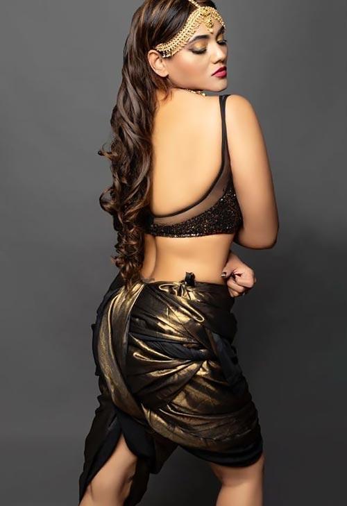 Jinnie Jaaz black backless saree actress charmsukh jaane anjaane mein ullu app