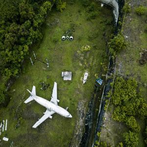 Aterrissagem forçada, acidente ou um cemitério? Imagens sinistras de aviões abandonados
