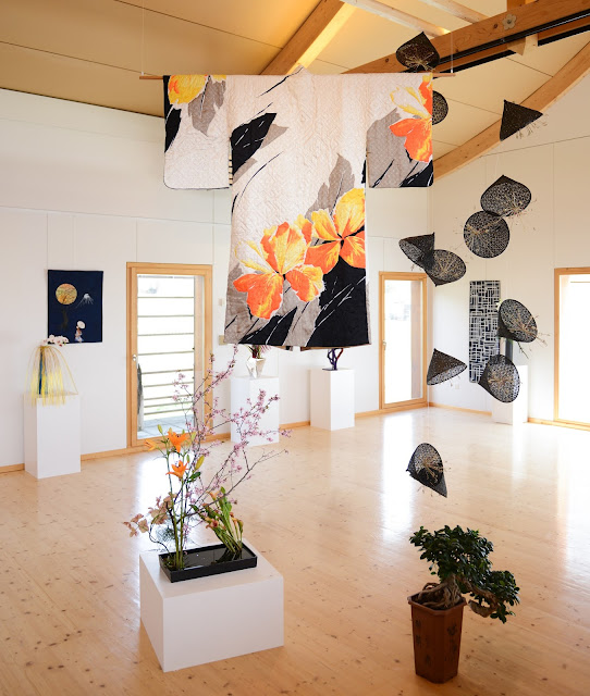 Art Quilt and Ikebana - View of the showroom