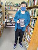 Мальчик выбрал книгу бібліотека-філія №4 фото