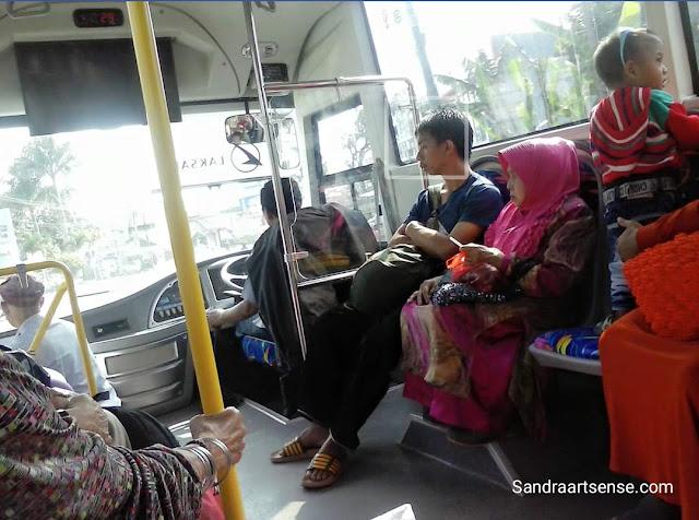 Bis kota DAMRI Bandung