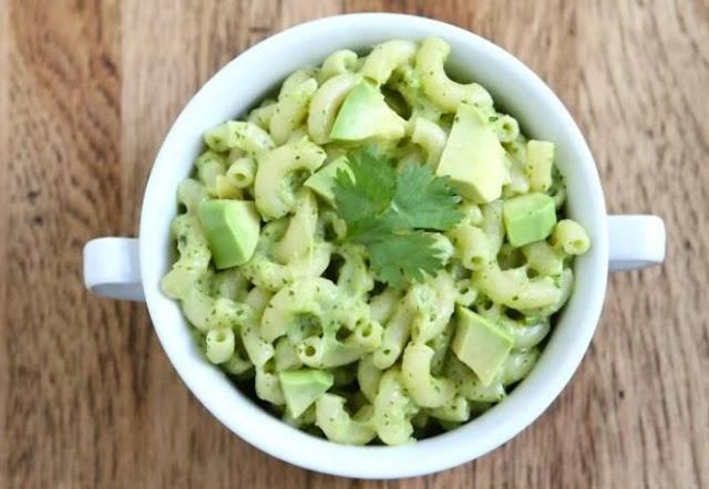 Creamy Avocado Vegan Mac and Cheese #vegan #vegetarian