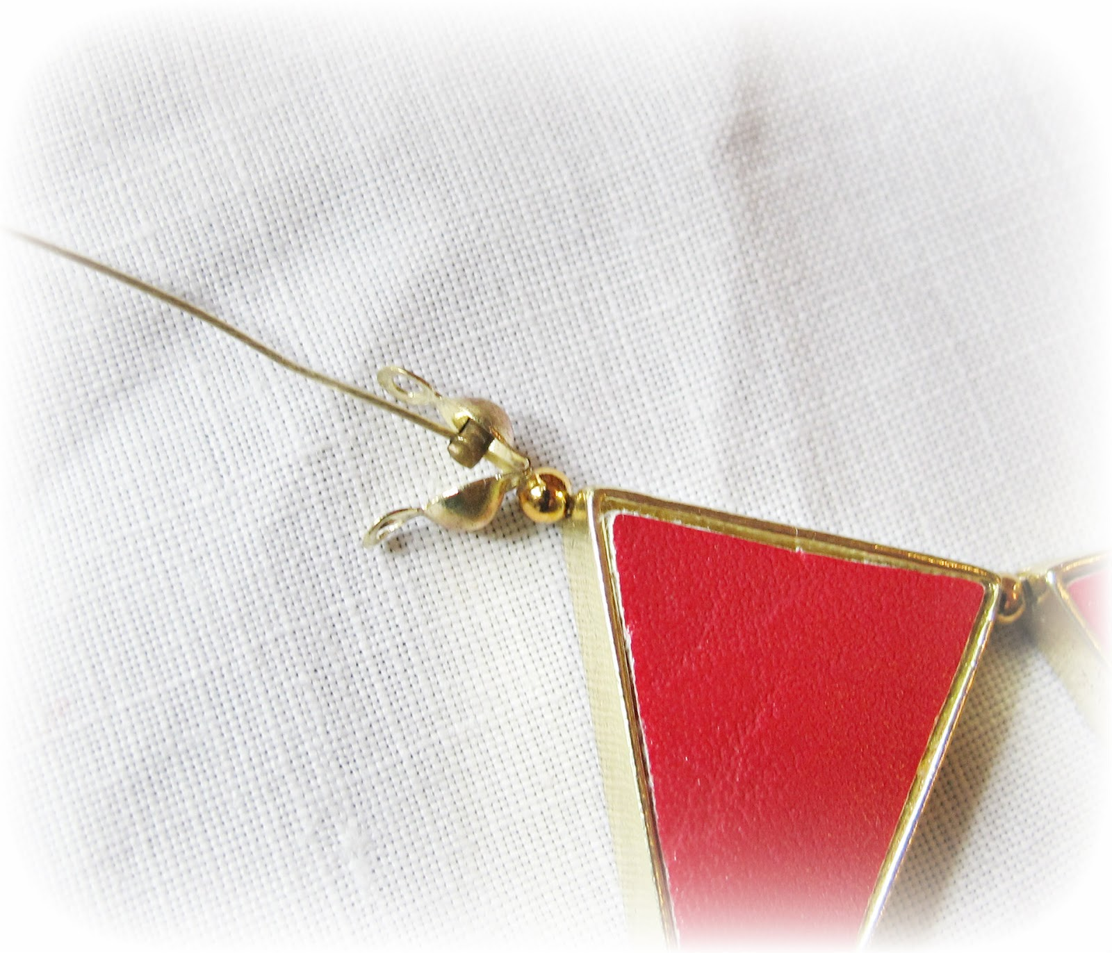 image tutorial diy bunting necklace refashion attach calotte and crimps
