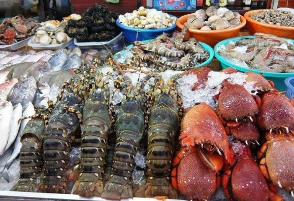 Ăn hải sản bị đau bụng phải xử lý như thế nào?
