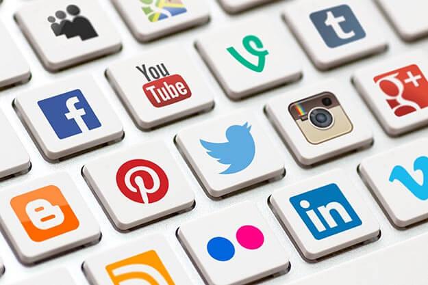 من امثلة الشبكات الإجتماعية، المواقع والتطبيقات