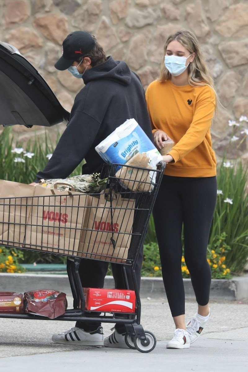 April Love Geary Out Shopping in Malibu 18 Jun -2020