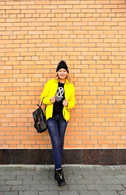 yellow jacket, spring style, spring 2017, with what to wear a yellow jacket, a combination yellow and black.