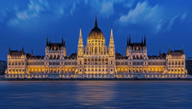 budapest-parlamento-poracci-in-viaggio
