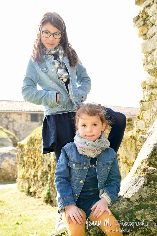 shooting en extérieur enfant portrait entre soeurs fraterie  vendée 85 parc de beaupuy