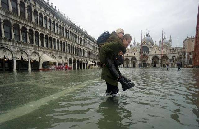 Σε κατάσταση καταστροφής η Βενετία (βίντεο)