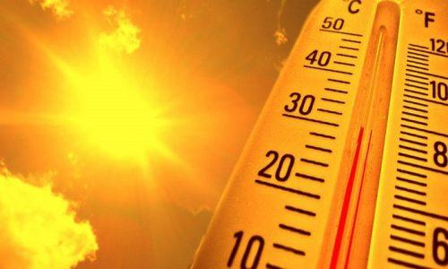 Το καλοκαίρι του 2021 ήταν ένα ιδιαίτερα θερμό καλοκαίρι, καθώς στο τρίμηνο Ιουνίου-Αυγούστου η μέση θερμοκρασία στην Ελλάδα κινήθηκε πάνω από τα κανονικά για την εποχή επίπεδα, με τη θερμοκρασιακή απόκλιση να ξεπερνάει τους δύο βαθμούς Κελσίου σε αρκετές περιοχές της χώρας μας, σύμφωνα με ανάλυση του meteo του Εθνικού Αστεροσκοπείου Αθηνών.