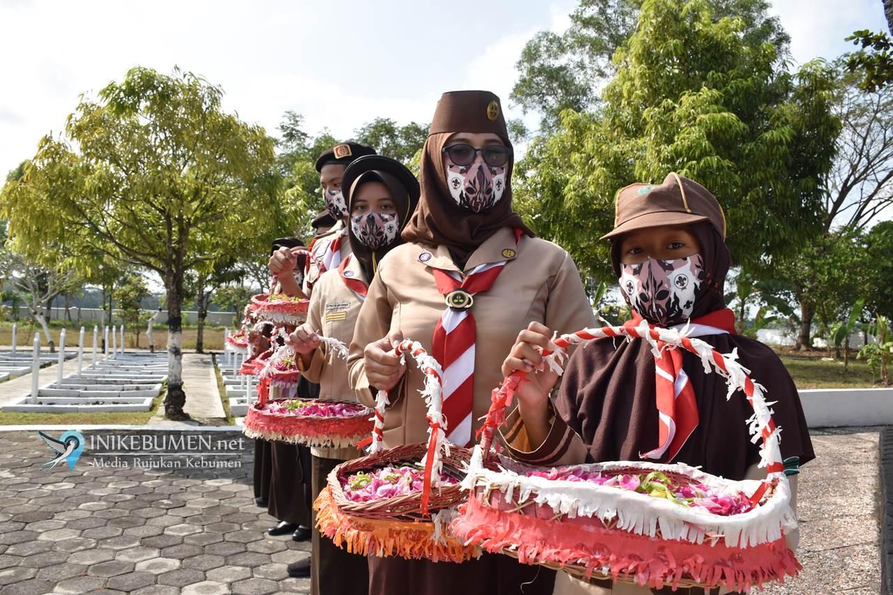 Hari Pramuka, Kwarcab Kebumen Tabur Bunga di Taman Makam Pahlawan