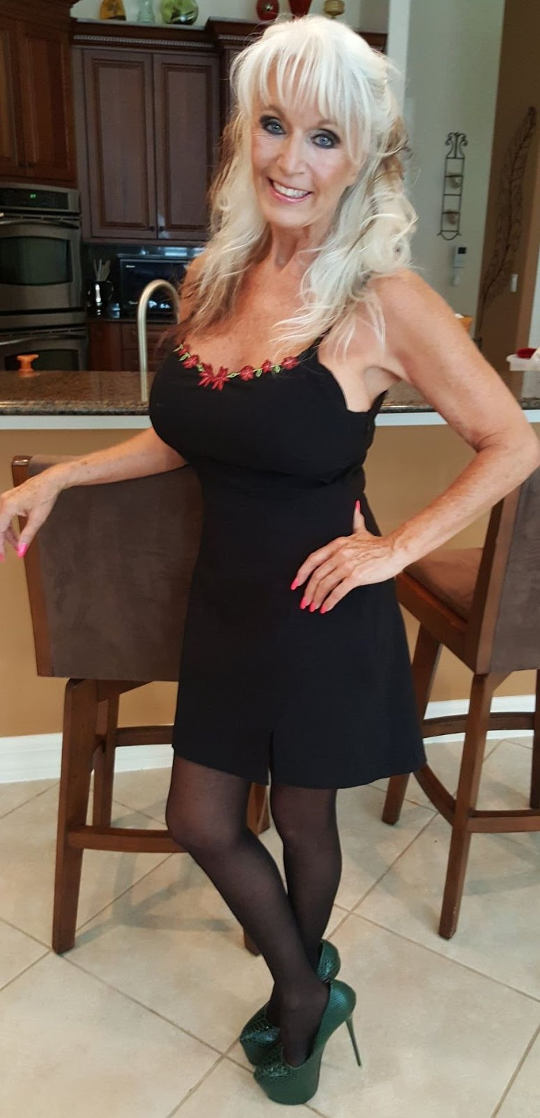 Please fake this blond MILF with cum and interracial