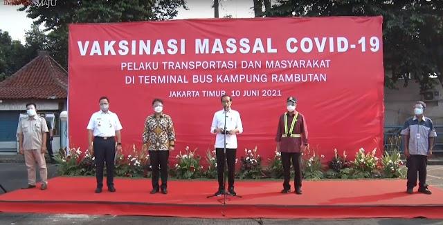 Presiden Tinjau Vaksinasi Massal di Terminal Bus Kampung Rambutan