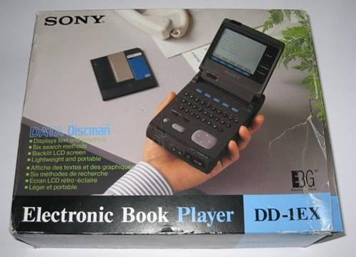 Data Discman DD-10 é uma mistura de Discman com dados de livros e dicionários