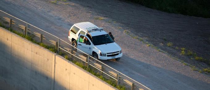 Mujer migrante guatemalteca y tres menores localizados muertos en el desierto de Texas