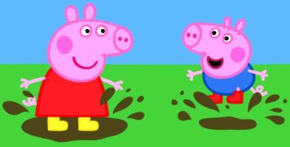 Dibujo de Peppa jugando con George en el barro o charco de lodo a colores
