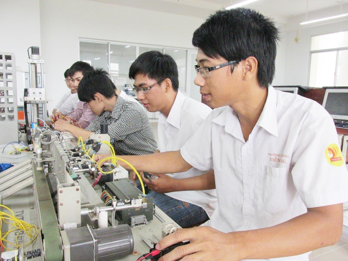 Học ngành Điện - Điện tử cần phải thường xuyên cập nhật kiến thức mới