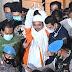 Pakai Baju Tahanan dan Diborgol, Habib Rizieq Takbir