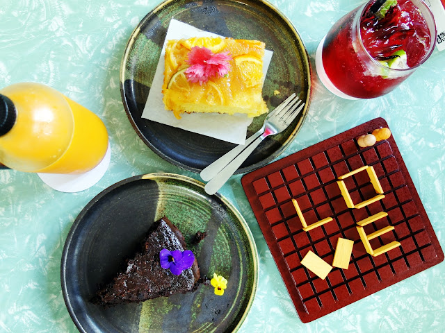 Johor Bahru: Cakes & Juices at Flowers in the Window