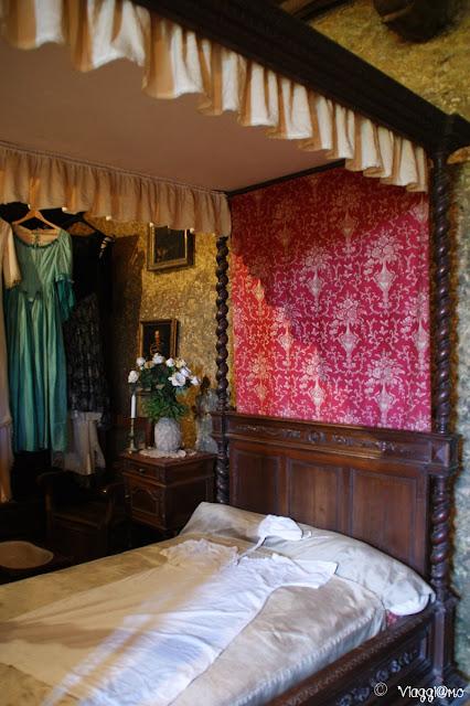 L'elegante camera della Contessa dentro la Maison Forte de Reignac