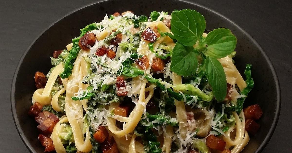 Flødekysset Savojkål Med Pasta Og Bacon Af Toscansk Gris