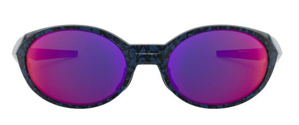7a3300246b Oakley Eye Jacket Redux靈感源自1994年原祖的Eye Jacket ,當時徹底改變了運動性能眼鏡的外觀,1994年首次亮相的大膽橢圓形輪廓,採用現今的革命性技術,包括Prizm ...