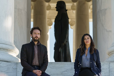 Image of Tom Mison and Janina Gavankar in Sleepy Hollow Season 4 (11)