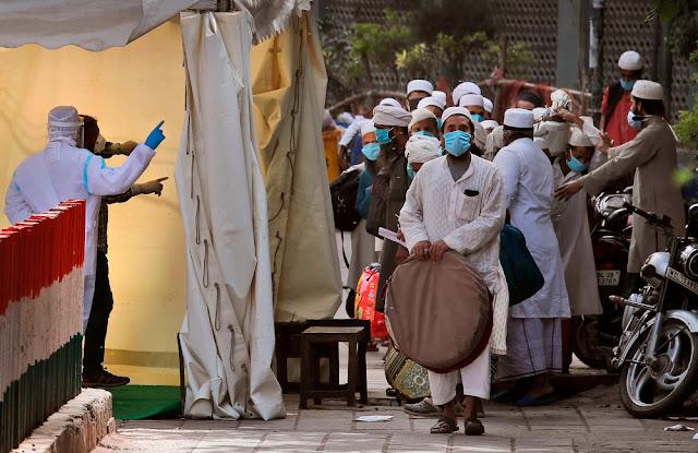 Quarantine Center में रखे गए लोगों ने डॉक्टरों पर थूका, खाने-पीने की अनुचित डिमांड