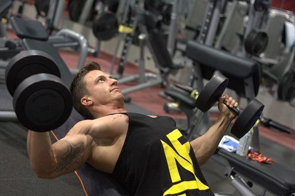 mengangkat beban dapat menurunkan berat badan