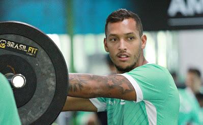 Recuperado de uma virose, David Duarte fica à disposição para duelo decisivo do Goiás pela permanência na Série A