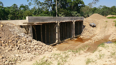 Construcción de alcantarilla cajón en carreteras