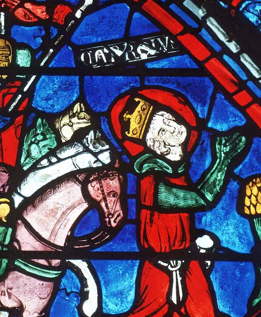 Carlos Magno implora a Deus a vitória na batalha.  Vitral de Carlos Magno. Catedral de Chartres, França.